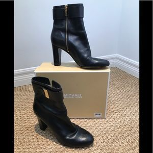 MICHAEL KORS Kor Women Guiliana Ankle Bootie BLACK